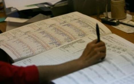 O nouă grevă în învățământ și cursuri sistate? Profesorii sunt revoltați că au salarii mai mici decât șoferii de primărie