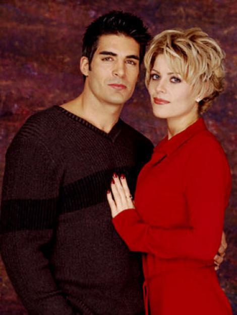 Îl mai ţii minte pe frumosul poliţist Luis din serialul Pasiuni? La 46 de ani, arată la fel de bine și de 18 ani îi este fidel unei singure femei