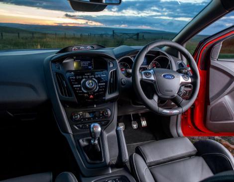 Cât costă să muți volanul mașinii de pe dreapta pe stânga