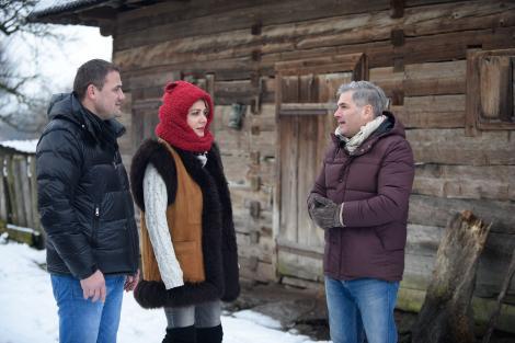 """Show-ul prezentat de Mircea Radu  începe de la ora 21.15, la Antena 1. Cele mai frumoase fete din Maramureș se aleg, diseară, la """"Ie, Românie"""""""