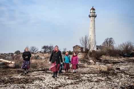 """Ultima insulă din Europa în care domnesc femeile! Evele rămân mai tot timpul anului singure, în timp ce bărbații lor sunt plecați pe mare: """"La fel a fost bunica, așa îmi va trăi și fiica!"""" În șapte ore, poți fi acolo!"""