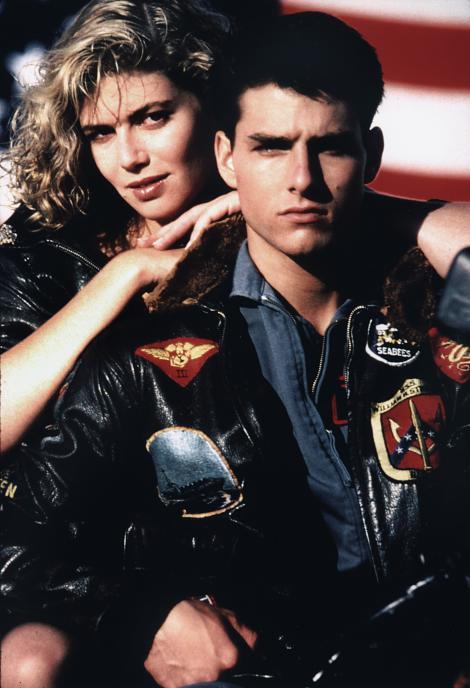 """Sâmbătă, de la 23:15, Antena 1 difuzează """"TOP GUN"""", filmul care l-a făcut celebru pe Tom Cruise. Cum arată acum blonda care i-a sucit minţile actorului. Kelly McGillis, transformare şoc"""
