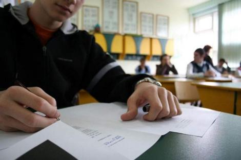 Simularea Evaluării Naționale, reluată vineri dimineață! Motivul pentru care mai mulți elevi au intrat din nou în sala de examen