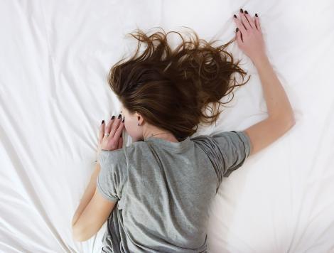 Ce faci când te trezești în mijlocul nopții și nu mai poți adormi la loc. Trucuri de AUR
