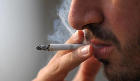 """Eşti fumător şi ai copii? Studiul care aruncă în aer tot ce ştiai despre tutun: """"Pentru micuţi înseamnă cancer"""""""