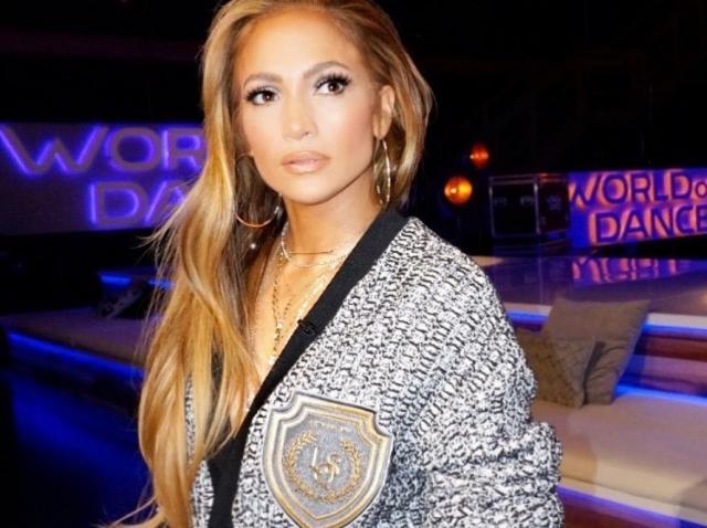Domnilor, fiţi atenţi aici, merită! Jennifer Lopez, SELFIE INCENDIAR la sală. Ce a lăsat artista să se vadă