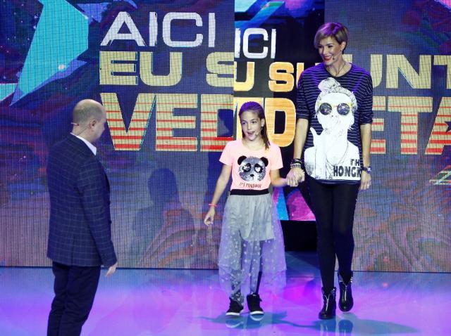 """Deși a zburat fără probleme cu MIG-ul, Roxana Ciuhulescu se teme să urce în lift! """"Mă ia cu transpirații, mi se înmoaie picioarele"""""""