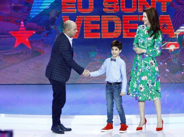 """Azi, de la ora 20.00, la """"Aici eu sunt vedeta"""": Iuliana Tudor joacă fotbal în casă cu fiul său, Tudor"""