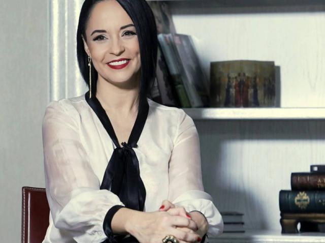 """Andreea Marin, despre noul său iubit, la """"Refresh by Oana Turcu"""" : """"Vrem să rezistăm împreună"""""""