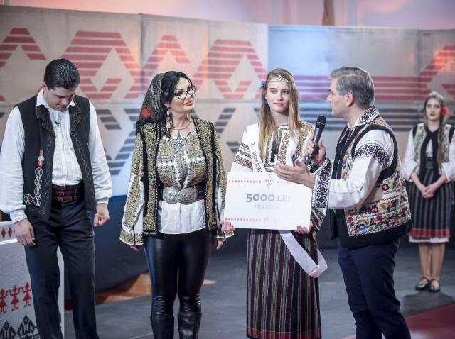 """Elisa Maxim, câștigătoarea """"Ie, Românie"""" – Moldova,  urmează cursurile unei școli de bucătari"""