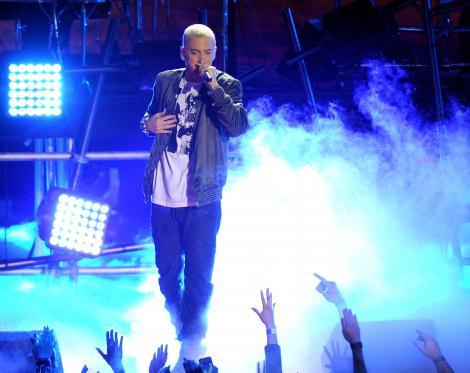"""O supradoză care era să îl ucidă şi o perioadă lungă de recuperare! Eminem vorbeşte, după 10 ani, despre lupta cu dependenţa de somnifere: """"Când am ieşit de la recuperare a fost groaznic"""""""
