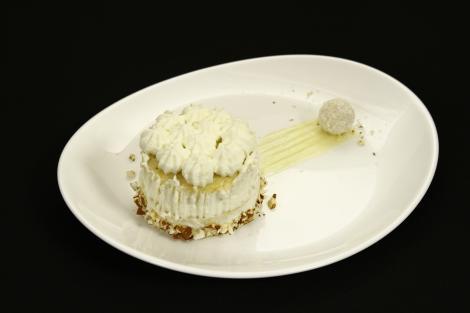 Cum să prepari renumitul Tort Raffaello, la tine acasă!