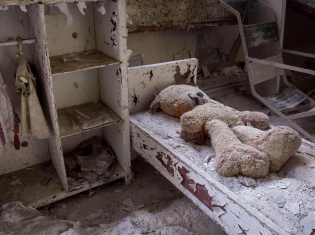 """34 de ani de la Cernobîl. Printre primii prunci aduși pe lume, după dezastrul nuclear: """"Când s-a născut, copilul meu era un săculeț viu, cusut pe toate părțile"""""""