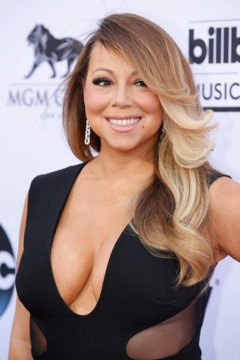 Mai slabă ca oricând. Mariah Carey a ajuns ca biscuitele-n dungă? Ce forme, ce kilograme în plus? Face concurență unui fotomodel