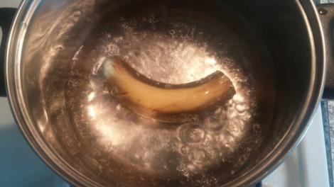 Fierbe o banană în apă și bea lichidul obținut! Efectele se văd imediat!