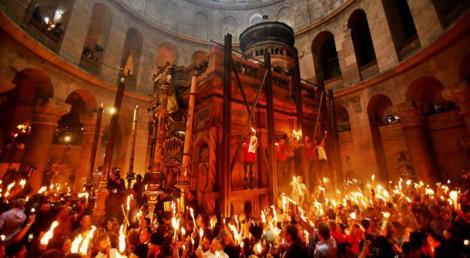 PAȘTE 2018. Lumina Sfântă de la Ierusalim va fi adusă în România în această seară