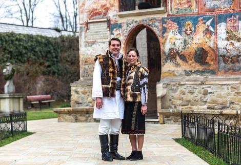 Nicolae a României și logodnica sa, Alina, își petrec Paștele în Bucovina. Cu bundiță și ii tradiționale, îndrăgostiții au transmis urări