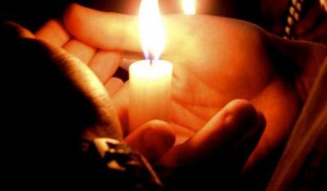 Tu știai? Ce trebuie să faci cu lumânarea din noaptea de Înviere: În niciun caz nu o arunca, e mare păcat!