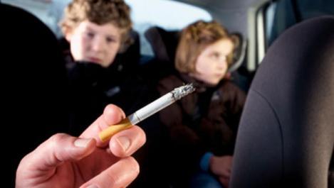 La asta sigur nu te-ai fi așteptat! Amenzi usturătoare pentru părinții care fumează în prezența copiilor