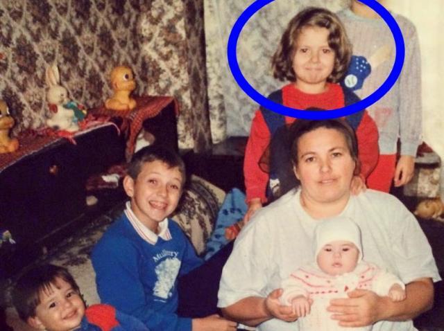 Drăgălăşenie absolută. Tu poţi să îţi dai seama cine este fetiţa din imaginea de mai jos? Provocare de zile mari!