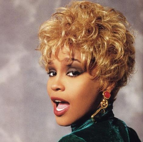 Bobby Brown,furios după ce Kanye West a folosit o fotografie cu baia lui Whitney Houston. Cum l-a amenințat