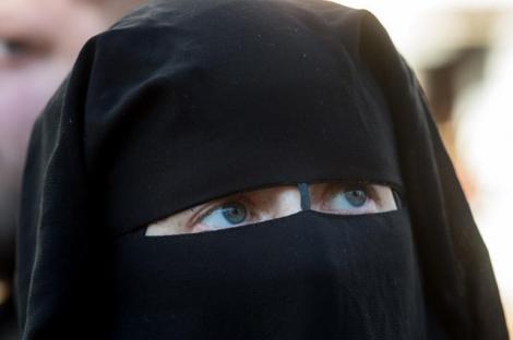 """Decizie istorică! O ţară europeană INTERZICE purtarea valului islamic: """"Toate femeile ar trebui să fie libere să se îmbrace cum doresc"""""""