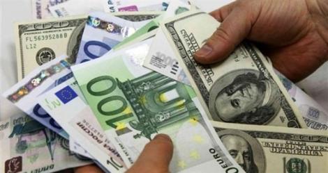 Curs valutar 8 mai. Cum evoluează euro și dolar după saltul Robor
