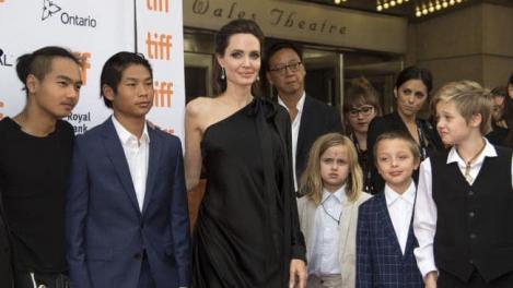 Angelina Jolie, la un pas de pierderea custodiei copiilor săi