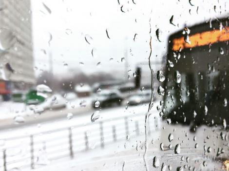 E JALE! Averse puternice, vijelii, furtuni și căderi de grindină! Atenţionare meteorologică COD GALBEN de instabilitate atmosferică!
