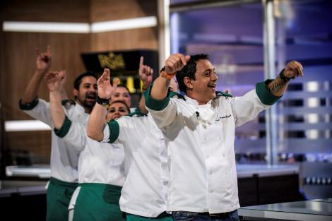 """Bătălia """"Chefi la cuțite"""" se apropie de final! Bucătarii din echipa verde fac o DEZVĂLUIRE incredibilă despre Chef Bontea!"""