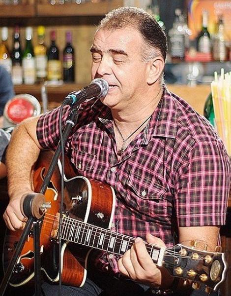 Cântărețul Cezar Dinescu s-a stins din viață în urma unui accident teribil! Prietenii artistului sunt îngroziți