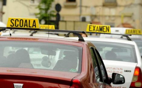 Trucuri pe care nu le afli la școala de șoferi! Unele chiar îți pot salva viața!