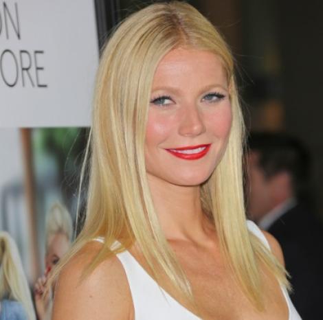 Gwyneth Paltrow, surprinsă în bikini! Artista are o siluetă de invidiat la vârsta de 45 de ani! FOTO