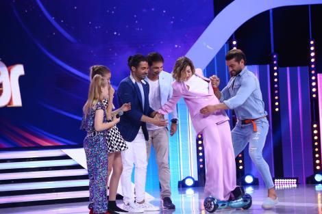 """Lidia Buble se urcă pe hoverboard și iese show incredibil la """"Next Star""""! """"Mi-e foarte frică"""""""