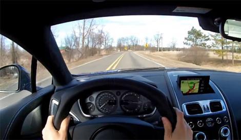 Incident bizar! Un șofer a filmat momentul în care un nor se prăbușește pe drum!