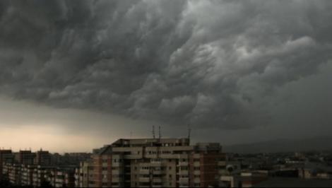 Meteorologii sunt îngrijorați, vremea chiar a luat-o razna! COD GALBEN de FURTUNI. Zonele afectate!