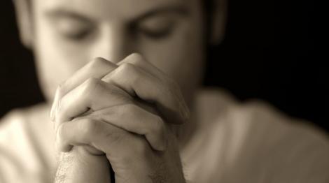 Rugăciunea care te scapă imediat de pagubă, ghinion și dușmani!