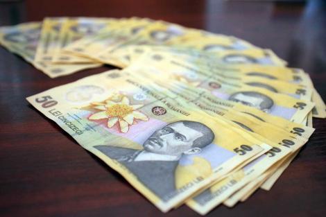 Vestea momentului pentru românii cu credite! Ce se întâmplă cu dobânzile