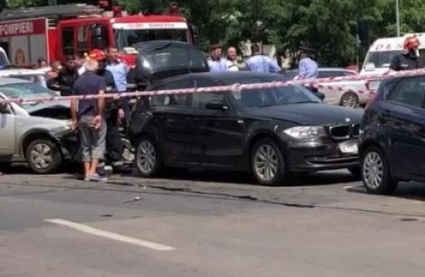 """Au apărut primele informaţii despre MAŞINA ŞOFERULUI care a lovit cinci autoturisme şi a fugit: """"Suntem în plină activitate de desfăurare a cercetărilor pentru identificarea şi depistarea şoferului"""""""