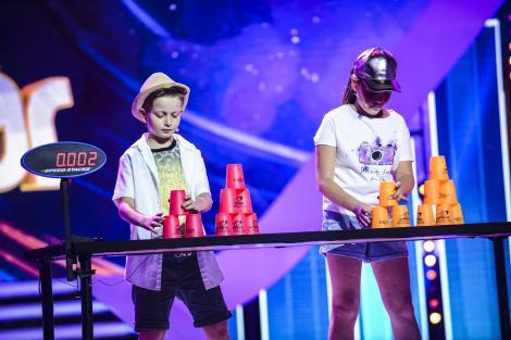 Au mânuțe fermecate, ce fac în VITEZĂ de toate! Alexandra și Andrei sunt campioni la Speed Stacks!