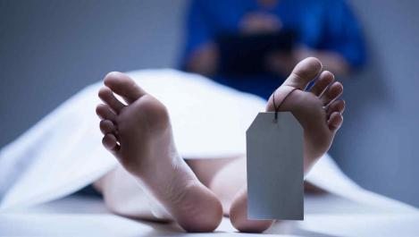 ȘOCANT! O femeie declarată moartă a fost găsită în viață chiar la morgă