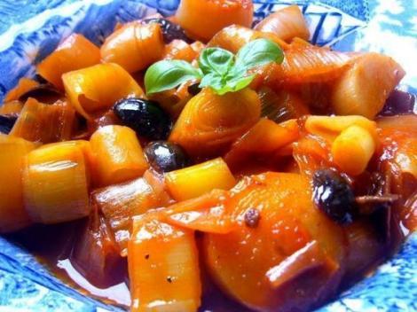 Mâncare rapidă și gustoasă. Tocană de praz cu măsline