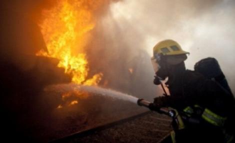 ULTIMĂ ORĂ: Incendiu puternic în apropiere de Ploiești! Șase echipaje de pompieri intervin de URGENȚĂ