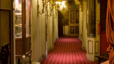 O fantomă a fost filmată în timp ce îngrozea turiștii dintr-un hotel! (VIDEO)