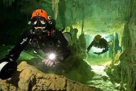 TRAGEDIE în Thailanda, unde mai mulți copii sunt blocați într-o peșteră inundată! A murit în timpul misiunii de salvare