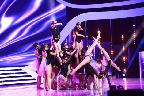 """Ce sincron, oameni buni, ce sincron! Double D, grupul de 20 de fete, care a făcut show total pe scena de la """"Next Star"""": """"Ați fost senzaționale!"""""""