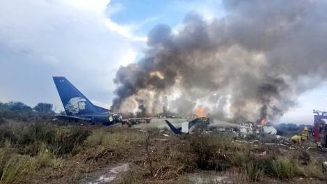 PANICĂ pe un aeroport! Cel puțin 85 de răniți după ce avionul in care se aflau s-a prăbușit la scurt timp după decolare