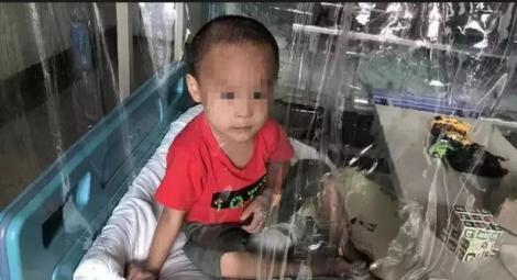 """Gestul DISPERAT şi sfâşietor care face înconjurul lumii! Părinţii au decis să îşi vândă fetiţa pentru a plăti tratamentul frăţiorului ei bolnav de leucemie: """"Nu aveam altă soluţie"""""""