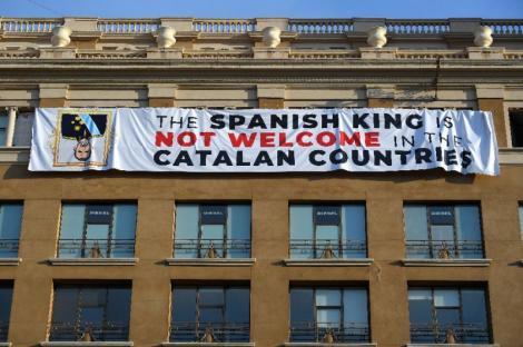 """""""Regele Spaniei nu este binevenit în teritoriile catalane""""! Mesajul antimonarhist apărut la Barcelona cu o zi înainte de omagierea victimelor atentatului de anul trecut"""
