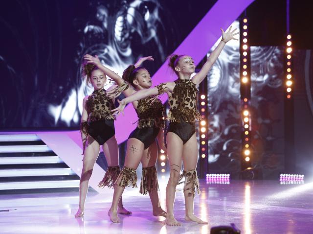 """Dumnezeule, ce moment! Fetițele de la """"Trio Acrodance"""" i-au ridicat în picioare pe jurați! Lidia: """"Nu pot decât să vă felicit!"""""""